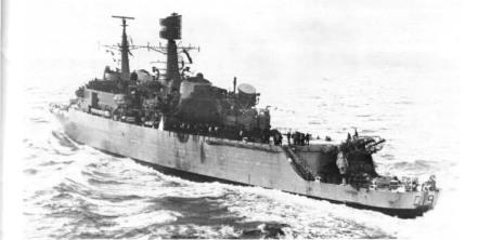 Chiếc HMS Glamorgan sau khi đã dập tắt các đám cháy