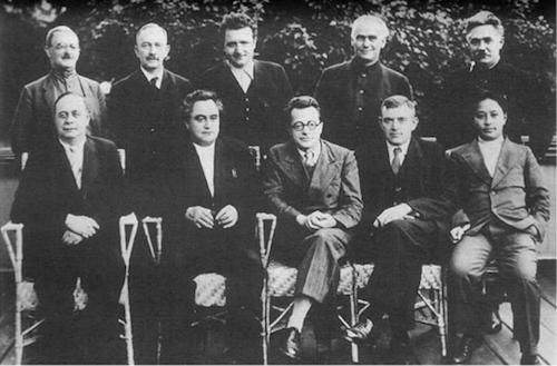 Ban chấp hành Quốc tế Cộng sản 1935 Từ trái sang phải, hàng ngồi : André Marty, G.Dimitrov, Palmiro Togliatti, V. Florin, Vương Minh ; hàng đứng : M. Moskvin, Otto Kuusinen, Klement Gottwald, Wilhelm Pieck, Dmitry Manuilsky.