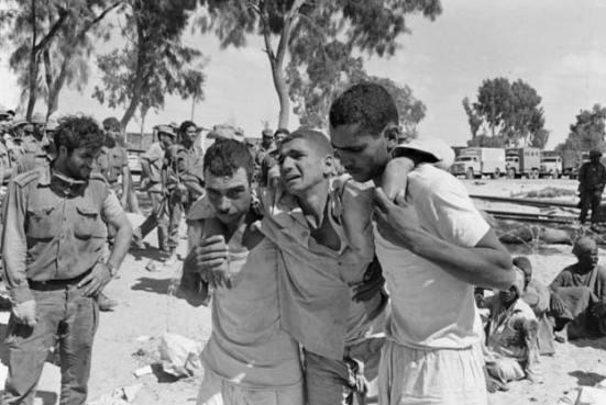 Tù binh Ai Cập tại Al Arish khu vực Sinai năm 1967 (ảnh Getty Images)