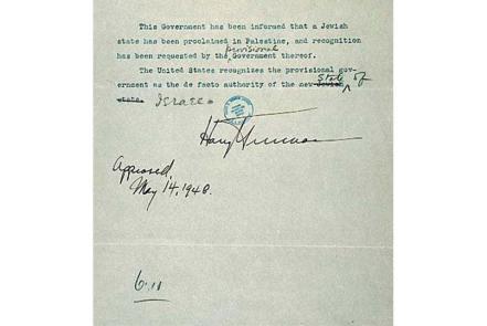 Truman, tổng thống Hoa Kỳ lúc ấy, ký một tài liệu công nhận Israel như một quốc gia mới, nhưng lại từ chối công nhận đây là một nhà nước Do Thái.