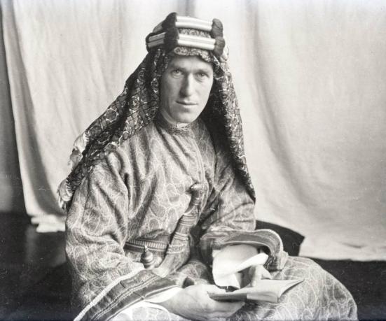T.E. Lawrence trong trang phục Ả rập