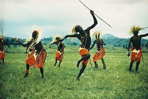 Chú thích của trang ivarfjeld.com cho bức ảnh này: Có thể tuyệt với Uganda, nhưng không phải là đất hứa của người Do Thái.