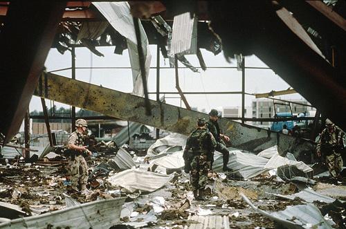 Tên lửa Scud của Iraq đánh trúng một căn cứ của Mỹ khiến 28 binh sỹ thiệt mạng.