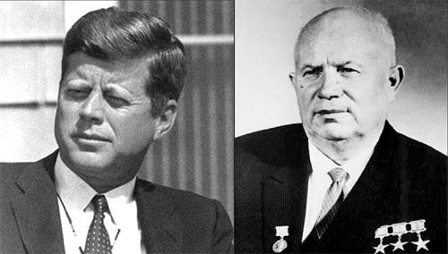 Tổng thống Mỹ Kennedy và nhà lãnh đạo Khrushchev của Liên Xô, hai nhân vật chính trong cuộc khủng hoảng tên lửa Cuba 1962.