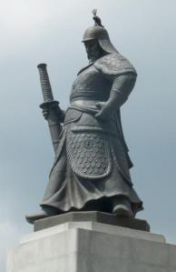 Tượng Yi Sun-shin ở Seoul, Hàn Quốc.