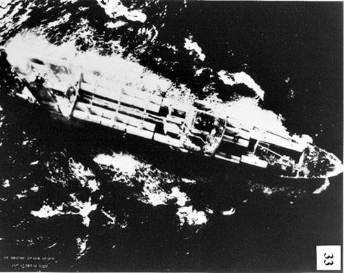 Tàu Grozny vượt qua đường cách ly nhưng dừng lại khi thấy tàu chiến Mỹ quay nòng pháo hướng về nó ngày 27/10/1962