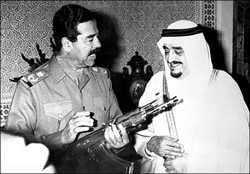 Tổng thống Iraq Saddam Hussein và Quốc vương Kuwait Emir Shaikh Jaber Al Ahmad Al Sabah trong một cuộc gặp trước khi xảy ra chiến tranh
