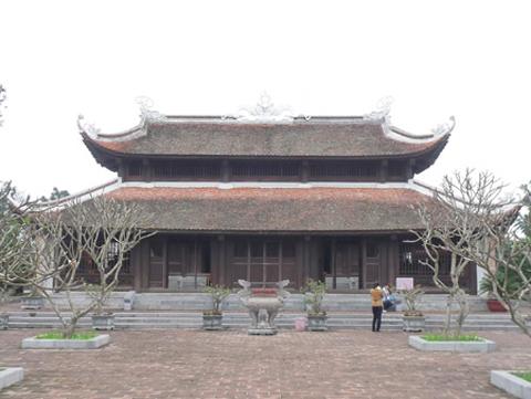 Đền thờ vua Quang Trung trên núi Quyết.
