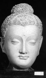 Và những hình tượng đức Phật chịu ảnh hưởng Hy vào giai đọan ấy đã diễn tả được nét mặt thanh tịnh và tâm cảnh giác ngộ giải thóat của ngài, một đấng giác ngộ rất gần gũi với người thường, nên có sức thu hút tín đồ mãnh liệt hơn, và được phổ biến rộng rãi hơn.