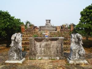 Đôi nghê đá, thế kỷ 18, lăng Dinh Hương, Hiệp Hòa, Bắc Giang