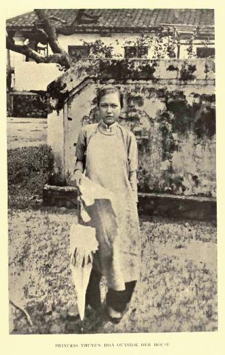 Công chúa Thuyên Hoa, em gái vua Thành Thái với vẻ đẹp tân thời.