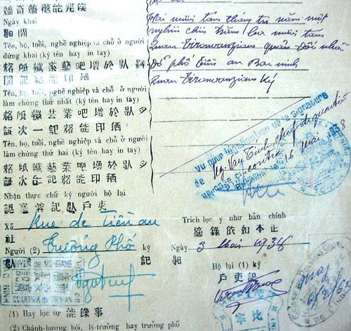 Một tờ khai sinh năm 1938 ở miền Bắc có đến bốn dạng chữ: chữ Nôm, chữ quốc ngữ, dấu triện bằng tiếng Pháp và vài chữ Hán  - Ảnh: Wikipedia