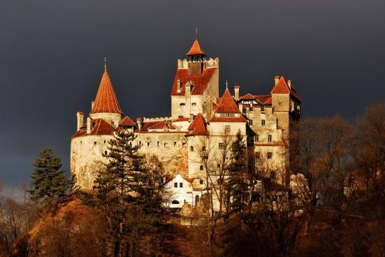 medieval-bran-castle-in-brasov-romania-known-for-dracula-story-1600x1071