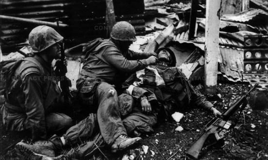 Lính thủy đánh bộ Mỹ bị tấn công trong dịp Tết mậu thân 1968