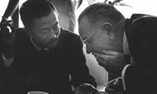 Thủ tướng VNCH Nguyễn Cao Kỳ và tổng thống Mỹ Johnson ở