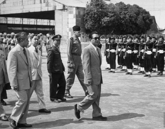 Ảnh : Tháng 3/1949 Bảo Đại về nước và đến ngày 1/7/1949 thì được tấn phong làm Quốc trưởng trong Chính phủ Lâm thời của Quốc gia Việt Nam