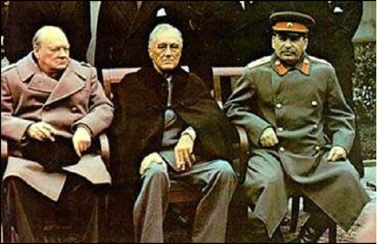 Tấm ảnh nổi tiếng: Stalin cùng thủ tướng Anh Winston Churchill và tổng thống Hoa Kỳ Franklin D. Roosevelt tại Hội nghị Yalta - Vai trò của Stalin trong Thế chiến thứ Hai cần phải được đánh giá lại!