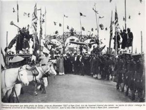 Lễ Xướng Danh kỳ thi Hương cuối cùng (1897) ở trường thi Nam Định - có mặt quan Toàn Quyền (năm đó cả nước có 6 trường thi)