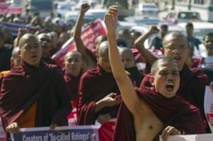 Các nhà sư Miến Điện phản đối giải pháp công dân cho người Rohingya 16/1/ 2015,(AP Photo/Khin Maung Win)