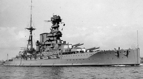 Ảnh chiếc Barham - chiếc thiết giáp hạm lớp siêu Dreadnought của Anh - thuộc hải đội 5 của Sir Evan Thomas trong trận Jutland