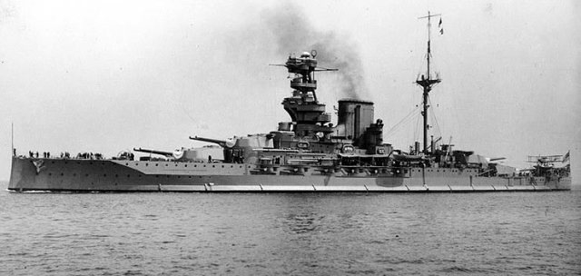 Ảnh chiếc Valiant - chiếc thiết giáp hạm lớp siêu Dreadnought của Anh - thuộc hải đội 5 của Sir Evan Thomas trong trận Jutland