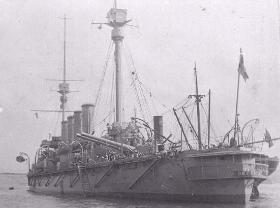 Ảnh chiếc tuần dương hạm bọc thép HMS Defence năm 1907, chiếc này mải bắn chiếc Wiesbaden nên lao vào tầm súng của hạm đội Đức và bị đánh chìm
