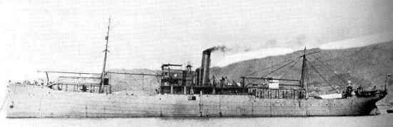 Chiếc tàu sân bay thủy phi cơ Nhật Bản Wakamiya tiến hành cuộc tấn công trên không của hải quân đầu tiên trên thế giới trong tháng 9 năm 1914.