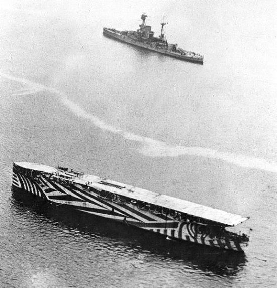 """Chiếc HMS Argus """" chiếc tầu sân bay đầu tiên có sàn cất """" hạ cánh phẳng với đầy đủ chiều dài năm 1918"""
