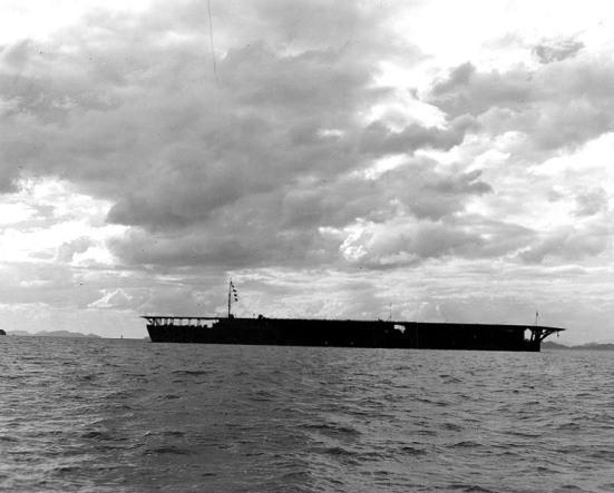 Chiếc tầu sân bay Hōshō của Hải quân Nhật năm 1922, chiếc tầu sân bay đầu tiên trên thế giới được đóng theo kiểu keel-up.