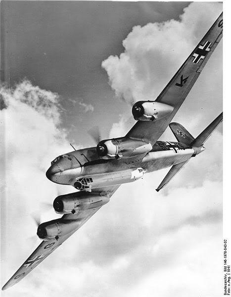 Máy bay Focke-Wulf Fw 200 của Luftwaffe trong WWII, đây là loại máy bay trinh sát kiêm ném bom tầm xa, rất may cho lực lượng Đồng minh là trong giai đoạn đầu của cuộc chiến Đại Tây Dương người Đức cũng không có nhiều loại máy bay này