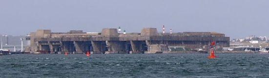 Ảnh hầm chứa U-Boat (U-Boat pen) ở Lorient - Pháp, loại hầm này chỉ chào thua trước loại bom tallboy có trọng lượng lên đến 5,5 tấn/ 1 quả
