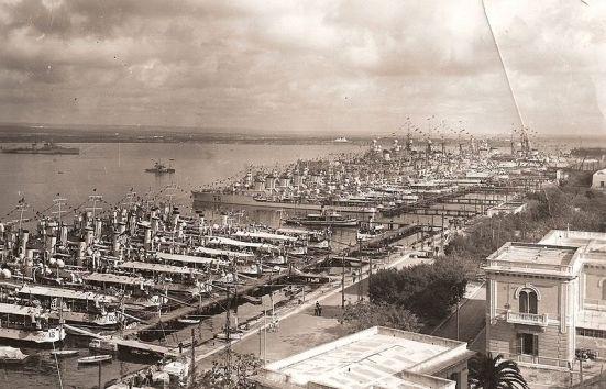 Ảnh căn cứ hải quân Taranto của Ý vào những năm 1930