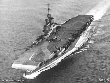 Ảnh chiếc tầu sân bay HMS Illustrious của Anh, từ chiếc tầu sân bay này mà các máy bay phóng ngư lôi của Anh đã cất cánh và đánh quỵ hạm đội Ý tại cảng Taranto