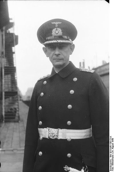 Ảnh thuyền trưởng kỳ cựu Ernst Lindemann ( 1894 ?