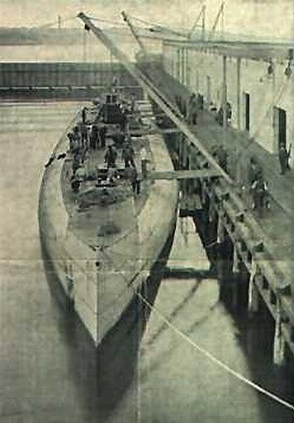 Chiếc tầu ngầm vận tải Deutschland, một trong những chiếc tầu ngầm lớn nhất thế giới thời WW I với trọng tải 2.272 tấn, nó có nhiệm vụ đột phá vòng phong tỏa của Anh để sang các nước trung lập