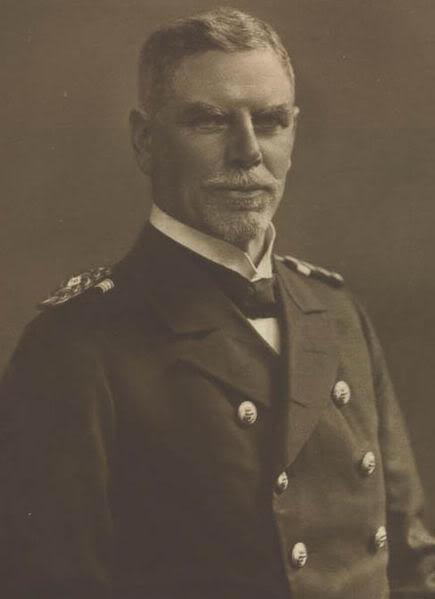 Ảnh Phó Đô đốc von Spee người đã chiến thắng với tổn thất ít chưa từng thấy tại trận Coronel nhưng lại thất bại và thiệt mạng cùng phần lớn thủy thủ của mình trong trận Falkland