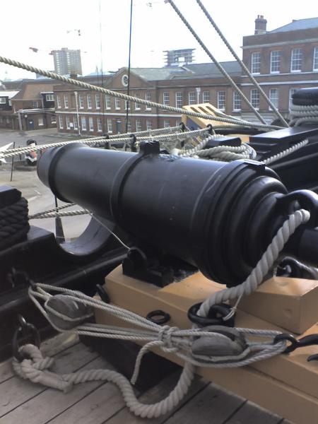 Ảnh một khẩu Carronade lấy từ chiến hạm Victoria của Anh