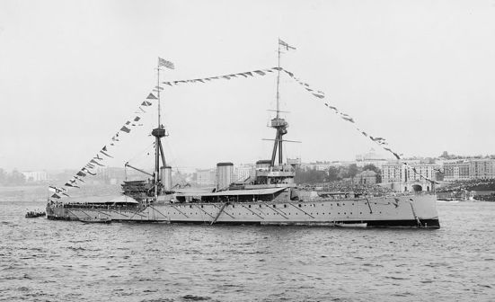 Ảnh chiếc HMS Invincible, chiếc tuần dương hạm chủ lực của Anh đã tiêu diệt hải đội của von Spee