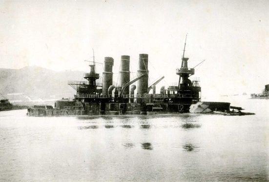 Chiếc Retvizan chìm trong Port Arthur.