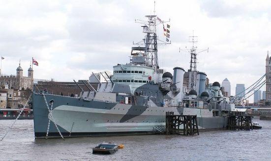 Chiếc tuần dương hạm hạng nhẹ HMS Belfast ngày hôm nay đã thành bảo tàng. Nó có trọng tải 11.553 tấn, tốc độ 32 hải lý/ giờ, giáp vành đai dày 4.5 inches (114 mm) giáp boong dày 3 inch (76 mm), vũ khí chính 12 súng 6 inch, 12 súng 4-inch và 4 ống ngư lội 21 in