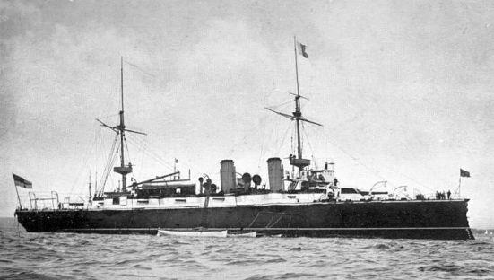 Chiếc tuần dương hạm bọc thép Orlando của Hải quân Anh, nó có trọng tải 5.600 tấn, tốc độ 18 hải lý/ giờ, giáp vành đai dày 10 in, vũ khí chính bao gồm 2 súng 9,2 in và 10 súng 6 in cùng 6 ống phóng ngư lôi