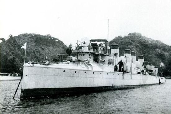 Tàu phóng lôi Nhật Bản Kasumi, vào biên chế năm 1902, có trọng tải khoảng 400 tấn.