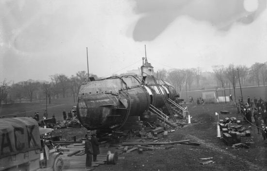 Chiếc tầu ngầm thả thủy lôi UC5 khi bị mang về New York - Hoa Kỳ