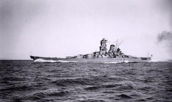 Chiếc Đại chiến hạm Yamato của Nhật Bản, chiếc thiết giáp hạm có súng chính với cỡ nòng khủng nhất thế giới, vào khoảng 18 in (460 mm)
