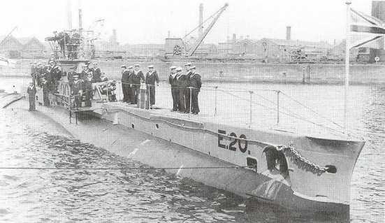 Ảnh chiếc tầu ngầm E20 của Anh, chiếc này bị phục kích và bắn hạ bởi chiếc tầu ngầm U-14 của Đức
