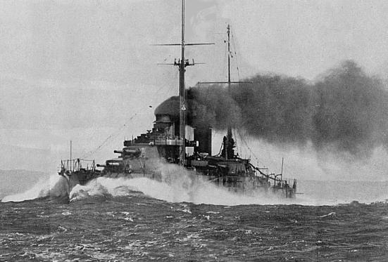 Chiếc thiết giáp hạm Paris đang vào tốc độ thử nghiệm