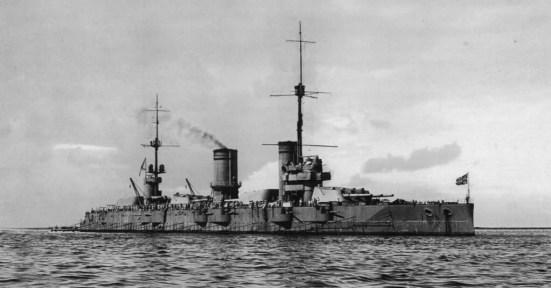 Thiết giáp hạm lớp Gangut của Nga với tháp pháo ba súng chính