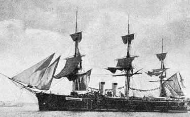 Ảnh chiếc tuần dương hạm bọc thép kiểu frigate General Admiral của Nga, nó có trọng tải 4600 tấn, đai giáp dày 6 in, tốc độ 13 hải lý/ giờ, vũ khí chính gồm 6 súng 8 in, 1 súng 6 in và hai ống phóng ngư lôi.