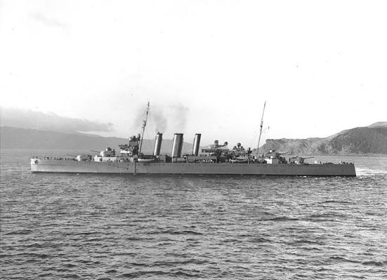 Tuần dương hạm hạng nặng HMAS Canberra, một tuần dương hạm Hiệp ước. nó có trọng tải 9.850 tấn, vận tốc 31,5 hải lý/ giờ, giáp đai dày nhất lên tới 4.5 in, giáp boong 1,38 in, vũ khí chính gồm 8 súng 8-inch (200 mm), 4 súng 4-inch hai nhóm 4 ống phóng ngư lôi 24 in và một số súng phòng không đơn