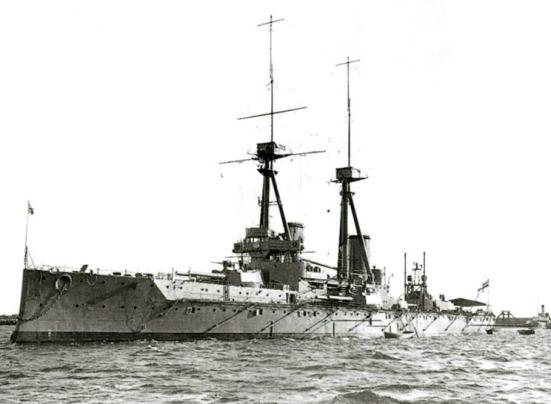 Chiếc tuần dương hạm chủ lực Bellerophon, một mẫu thiết kế tiết kiệm chi phí và không thành công của Anh. Nó có trọng tải 18.600 tấn, tốc độ 20,75 hải lý/ giờ, vũ khí chính gồm 10 súng 12-inch (304.8 mm) 16 súng 4-inch (101.6 mm) 3 ống phóng ngư lôi 18 in (45 cm)